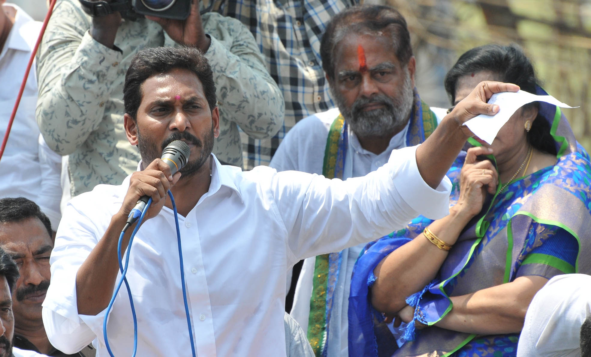 Celebrations break out in YSRCP camp as party heads for win in Andhra - newsonfloor.com