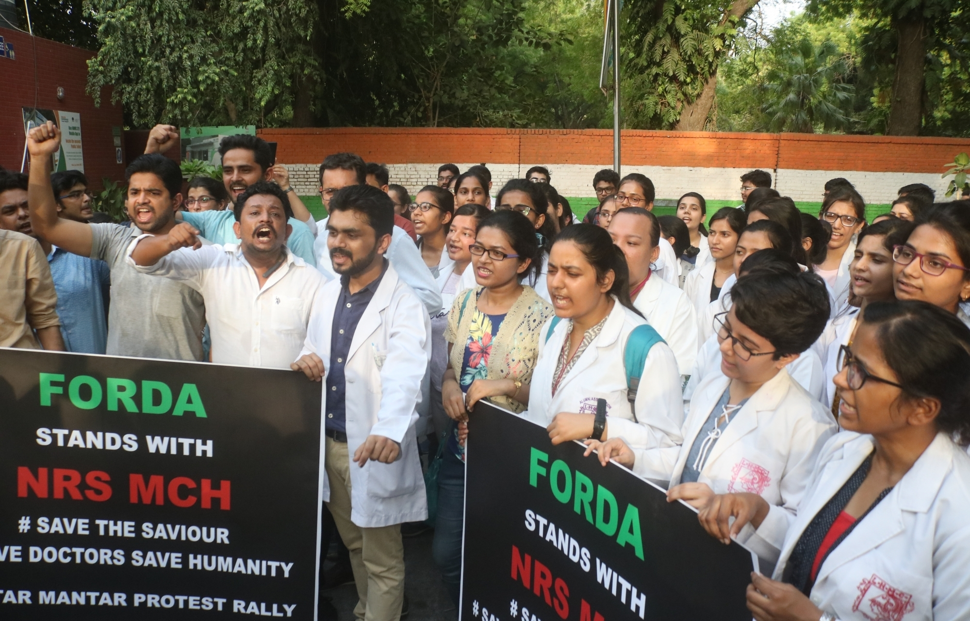Pan-India doctors go on day-long protest in solidarity with Kolkata medicos - newsonfloor.com