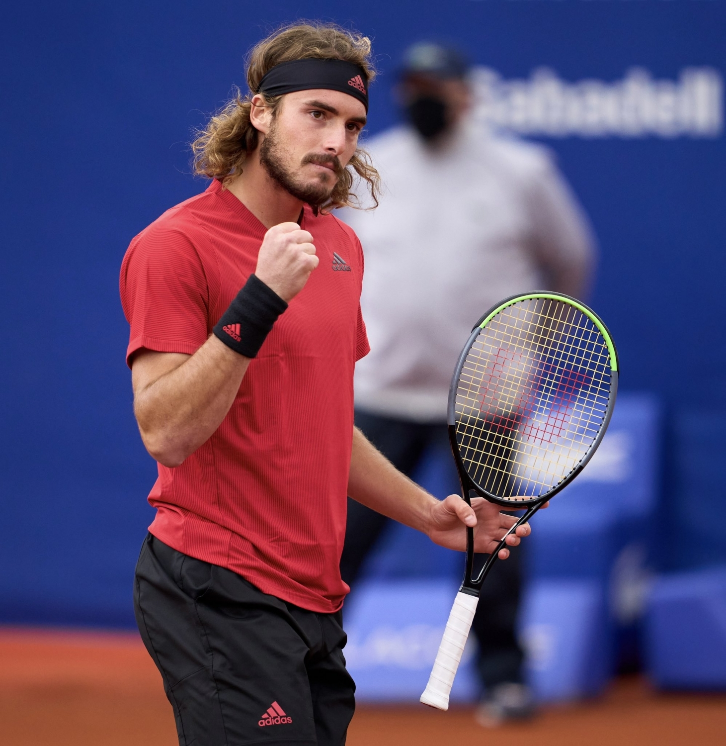 Tsitsipas continues winning run, enters Barcelona final