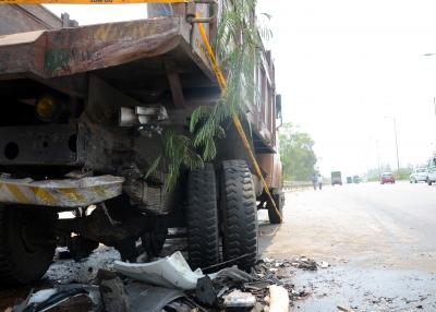 Driver dies as container truck touches live wire in Jharkhand