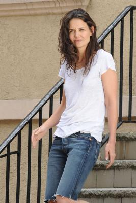 Katie Holmes goes make-up free
