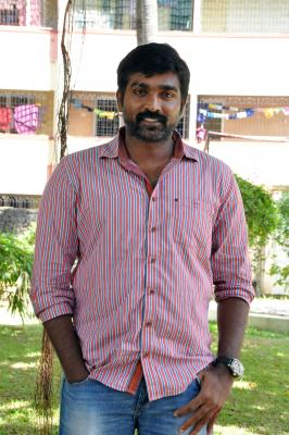 Vijay Sethupathi s lady get-up from  Super Deluxe  released