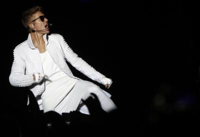 Bieber saves woman from attacker at Coachella party