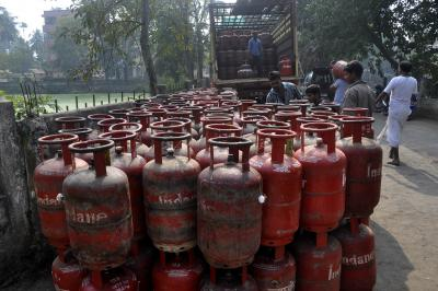 LPG hiked by Rs 2, kerosene by 26 paise