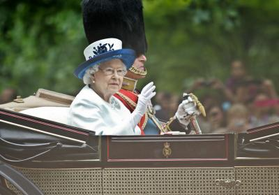 Queen tells UK 'we will succeed' in fight against COVID-19