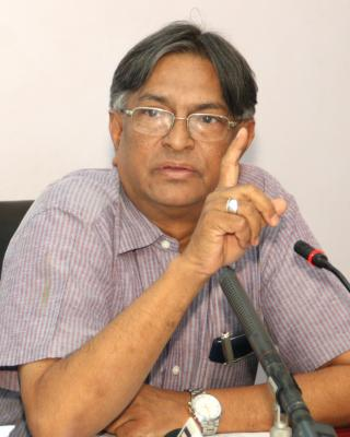 Jamia VC urges students to join armed forces