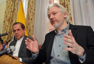 More than 100 doctors request urgent medical care for Assange