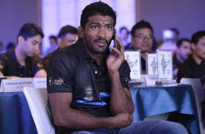 Yogeshwar slams umpiring post Bajrang's controversial loss