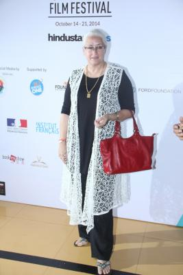 Nafisa Ali to play Sanjay Dutt s mother in  Saheb Biwi Aur Gangster 3