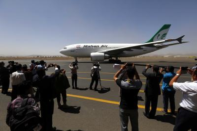 Iran plane slides onto highway after pilot 'misses' runway