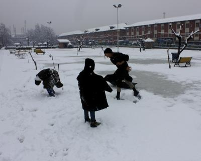 Cold wave freezes J&K; Gulmarg, Kargil coldest