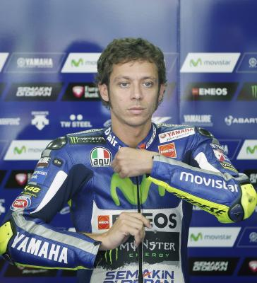Rossi finds similarities between pianos, motorbikes at Yamaha event