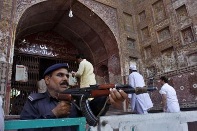Manager of Lahore mosque suspended over music video shoot