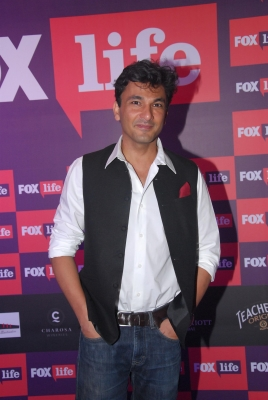 Chef Vikas Khanna presents 16 kg tome to Queen Elizabeth II..