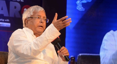 Ranchi DC seeks report on how Lalu got phone in jail