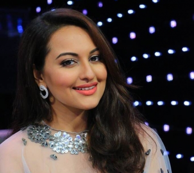 Sonakshi showstopper for Nexa show at LMIFW