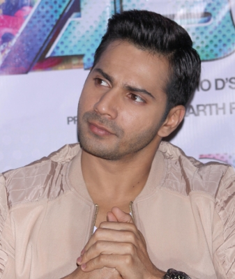 Varun Dhawan salutes security guard on TV show (TV Snippets)