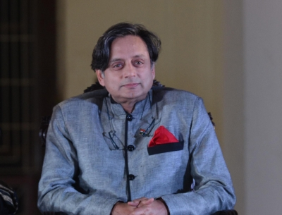 Tharoor bats for India-Pakistan cricket (Lead)