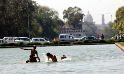 Delhi sizzles at 44 degrees on Saturday, Sunday to be hotter (Lead)