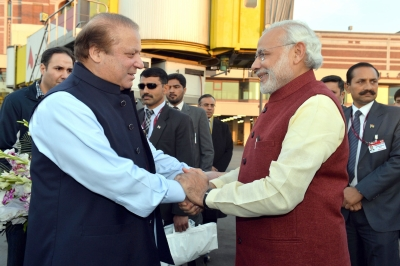 Imran Khan taunts Sharif over his  friendship  with Modi