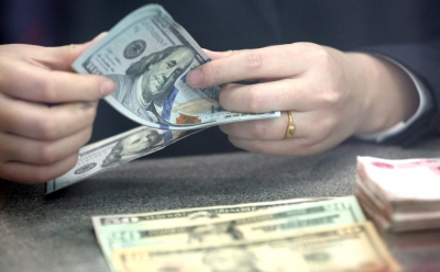 US dollar declines against rising Yen