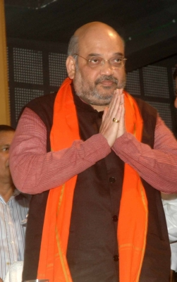 Amit Shah has  darshan  of Lalbaug-cha Raja