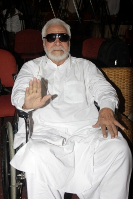 Kader Khan in Canada with son, everything fine