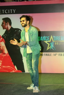 Web series can introduce new subjects: Nakuul Mehta