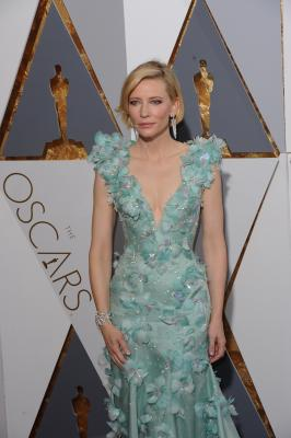 SRK requests selfies with Cate Blanchett, Elton John in Davos