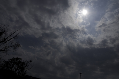 Cloudy sky, rain likely in Delhi