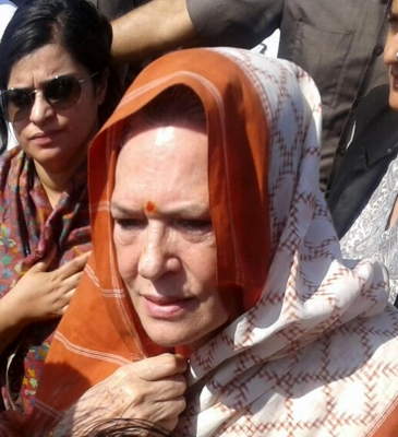 Sonia Gandhi rushed back to Delhi, better now (Lead)