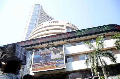 Equity indices rise, Sensex up 700 points (Lead)