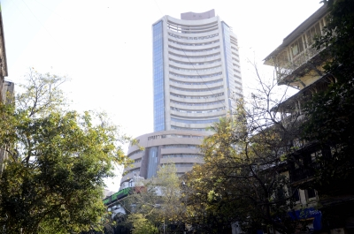 Sell-off in ITC, negative global cues pushes Sensex 0.92% lower (Roundup)