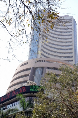 Indian equities trade flat after negative opening
