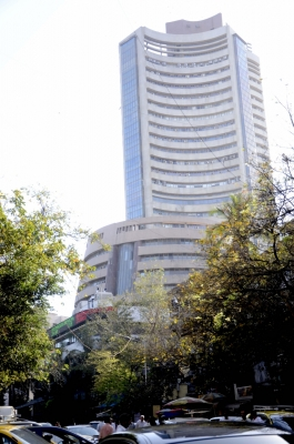 Equities surge on upbeat macro-data, Sensex reclaims 34k level (Lead)