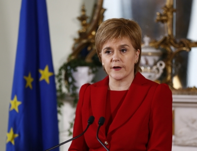 Scottish Parliament backs referendum call