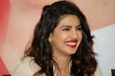 Priyanka Chopra Visits Dilip Kumar Before Going Back To America