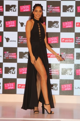 Lisa Haydon teams up with beauty brand to talk about women s challenges