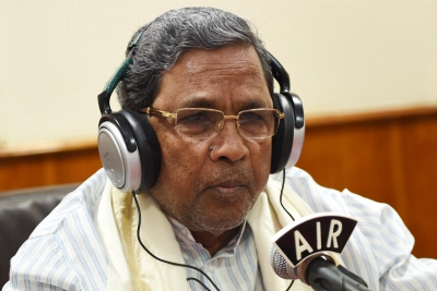 Karnataka CM gifts free laptops to SC/ST students