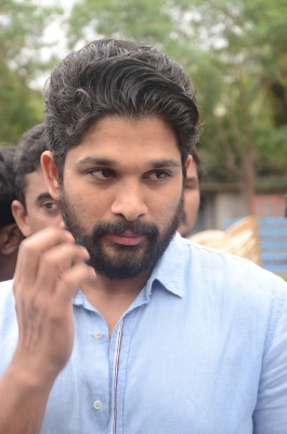Allu arjun s new film naa peru surya launched window to news allu arjun s new film naa peru surya launched thecheapjerseys Choice Image