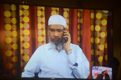 Speeches banned in Malaysia, Zakir questioned again (Lead)