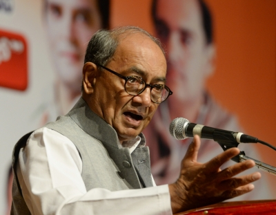 Thank Gadkari for  MLA shopping : Digvijaya to Parrikar (Lead)
