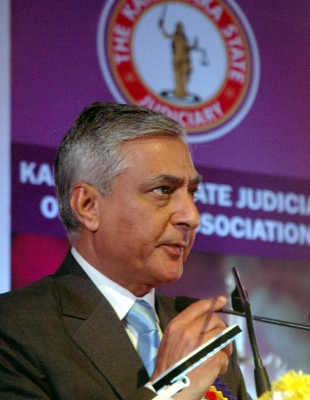 SC judges should have resolved issues internally: Former CJI Thakur