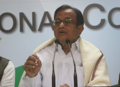 Congress demands Jaitley apologise for  insulting  Indian academia, Chidambaram slams him (Second Lead)