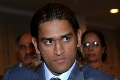 Dhoni to back show on army officers