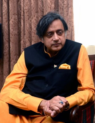 Online petition props Tharoor as UPA s PM candidate in 2019