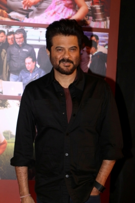 Anil Kapoor finds peace, sanity in wife (Movie Snippets)
