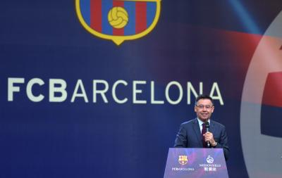 Barca boss stands with players in salary pay cut issue