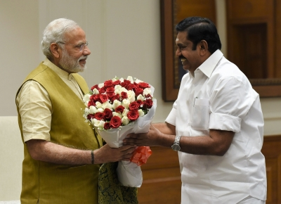 TN CM meets Modi, rival AIADMK faction moves EC (Lead)