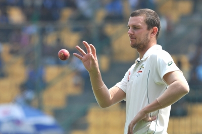 Ashes: Hazlewood stars as Eng are bundled for 67 (Tea report)